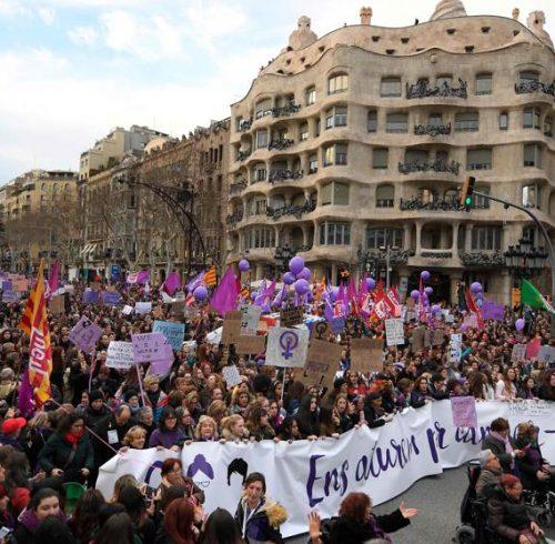Masnifestación masiva dia der la mujer en Barcelona